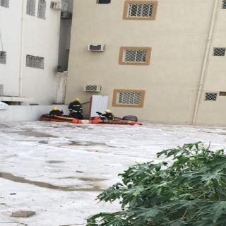 مدني خميس مشيط باشر إحتجاز عائلة تضرر منزلهم جراء الأمطار