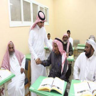 مدير عام تعليم الكبار يزور مراكز محو الأمية بتعليم محايل عسير