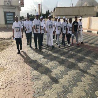 محافظ #تنومة يشارك مشاة تنومة كرنفال المشي