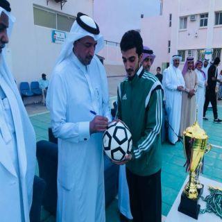 محافظ #تنومة يرعى ختام البطولة الصيفية لكرة القدم