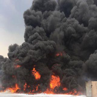 وفاة عامل في حريق هائل بمصنع حديد في #رابغ