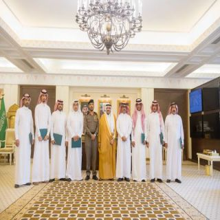 أمير القصيم يكرم عدداً من منسوبي الشرطة نظير جهودهم في حفظ الأمن