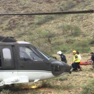 بمُساعدة طائرة الأمن مدني عسير يُنقذ شاب علق في مُنحدر وعر بأبها