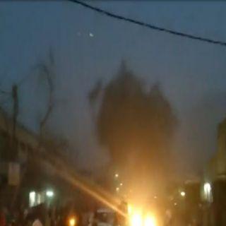 """متظاهرون يحرقون مقر القنصلية الإيرانية في """"البصرة """" وإيران تُطالب رعاياها بالمُغادرة"""