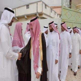 مُحافظ #محايل ينقل تعازي أمير عسير لإسرة الشيخ الفلقي