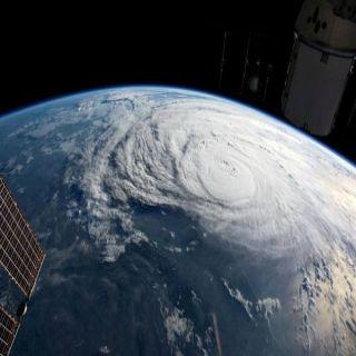 """أقتراب إعصار """"فلورنس"""" يتسبب في إجلاء مليون شخص من ساوث كارولاينا"""