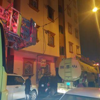 مدني #خميس_مشيط يُخلي عمارة سكنية بحي الشرفية جراء حريق بإحدى الشقق