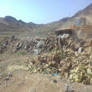 أمانة عسير تُزيل (200 الف م2 ) تعديات بوادي البيح بمدينة أبها