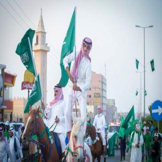 #البكيرية تحتفل باليوم الوطني بمسيرة للخيول والسيارات الكلاسيكية والعرضة السعودية