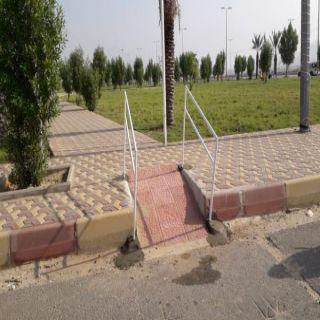 بلدية #بارق تفتح ممرات تُمكن المُقعدين من دخول الحدائق العامة