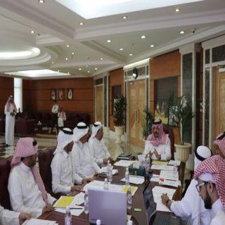 نائب أمير عسير يعقد إجتماعاً تحضيرياً بأمانة عسير ويُشدد على هوية المنطقة في تنفيذ المشاريع