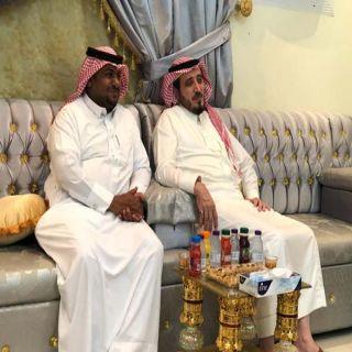 """مُحافظ  #بارق يُرافقه رئيس البلدية يُطمئنان على صحة """"محمد عز الدين"""""""