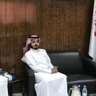مدير عام هلال الرياض يزور المسعف العنزي المُصاب في حادث مروري