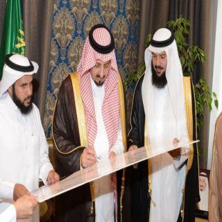 أمير عسير يلتقي رئيس مجلس إدارة الجمعية الخيرية بطبب .