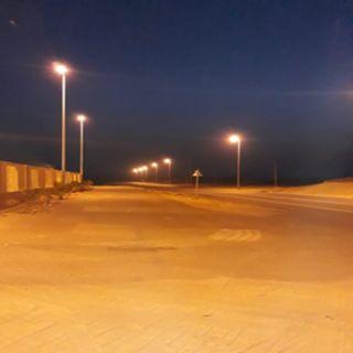 بالصور بلدية #بارق تُطلق التيار لشارع جمعة ربيعة العام