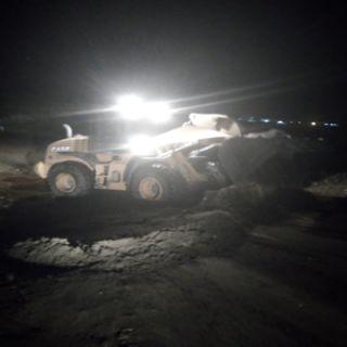 بالصور -الأمطار تعزل قُرى سد عامر وبلدية #بارق تعيد فتح الطريق