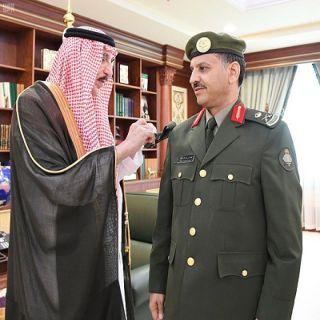 """أمير #جازان يُقلد اللواء """"البطاح """" مدير جوازات المنطقة رُتبته الجديدة"""