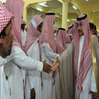 """مُحافظ #محايل يتقدم مشيعي الشهيد """"الجندي آل سعيد"""""""