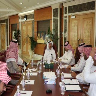 أمين عسير الدكتور وليد الحميدي يجتمع برؤساء البلديات الفرعية