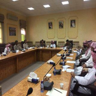 محافظ رياض الخبراء يرئس إجتماع لجنة الدفاع المدني الفرعية