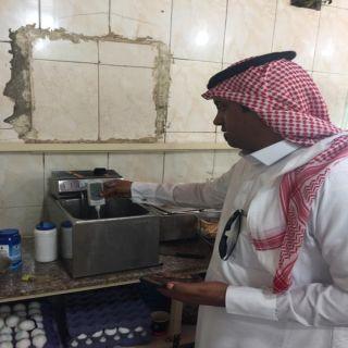 جولات بلدية #بارق تُغلق مطعمين وبوفية ومركز تموينات بثلوث المنظر وربيعة