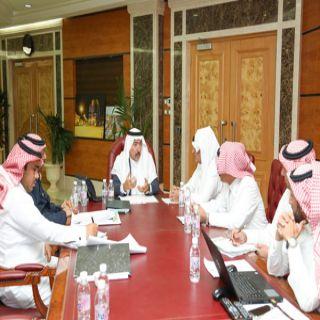 أمين عسير يُناقش مع رئيس وأعضاء بلدي المنطقة ملفات الاستثمار بالمنطقة