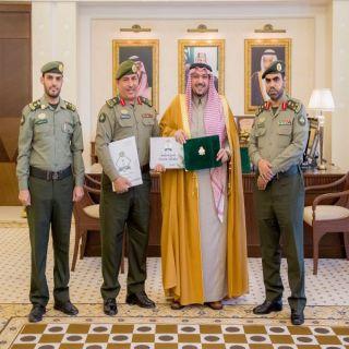 أمير القصيم يتسلّم التقرير السنوي الإحصائي لجوازات المنطقة