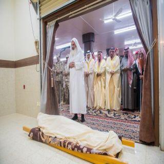 أمير القصيم يتقدم المصلين للصلاة على شهيد الواجب شجاع الحربي بمحافظة الرس