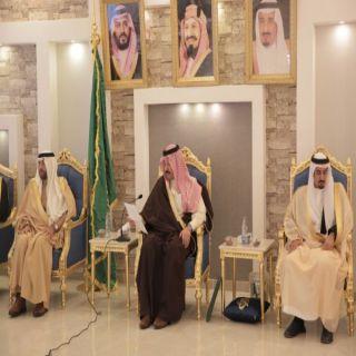 نائب أمير عسير يُناقش مع مسؤولي مُحافظة #تنومة إحتياجات المُحافظة
