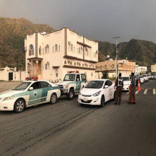 رجال المع :دوريات الشرطة والمرو  تواصل تنظيم إنسيابية الحركة بعقبة الصماء