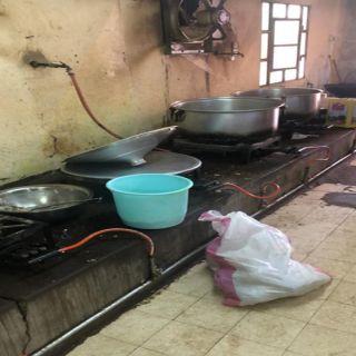 بلدية مُحافظة #تطريف تغلق مطعم مُخالف للإشتراطات الصحية