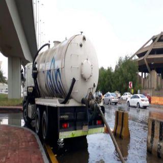 أمانة #جدة تنزح 93 ألف متر مُكعب من مياه الأمطار في 371 موقعاً