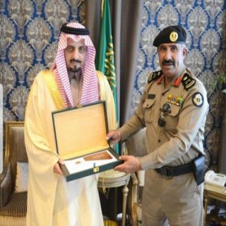 أمير عسير يتسلّم التقرير الإحصائي السنوي لشرطة المنطقة