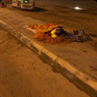 في #عرعر عامل يفترش العراء وفرع وزارة العمل يُلزم الشركة بمسكن مٌناسب