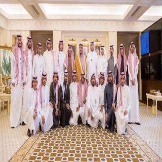 أمير القصيم يستقبل الشباب المشاركين في معرض عمارة الحرمين المقام ببريدة
