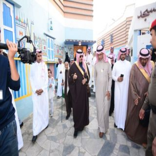 نائب أمير منطقة عسير يفتتح معرض(حب وولاء)بمفتاحة ابها