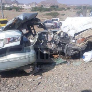 حادث تصادم بطريق رجال المع يُخلف 5 وفيات وإصابتين خطيرة