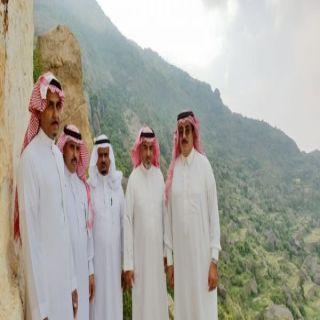 بالصور - مُحافظ #المجاردة يزور المعالم السياحية بقرى آل مُغَلَّف