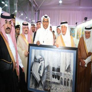 الفنان الفايز يهدي أمير مكة لوحة الملك فيصل