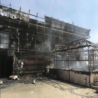 حريق يلتهم ديوانية في مجمع تجاري بـ #بارق والدفاع المدني يوضح