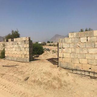 بالصور -مقابر ثلوث المنظر أموات يستجيرون بأحياء ..