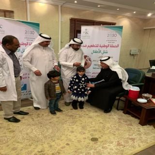 محافظ #تنومة يدشن الحملة الوطنية  للتطعيم ضد شلل الأطفال
