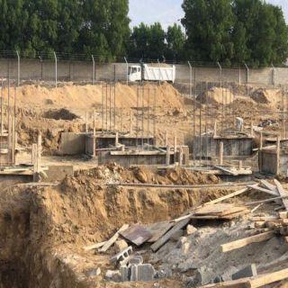 بالصور - بلدية #بارق تعمل على إنشاء حديقة بجوار حضاري ثلوث المنظر