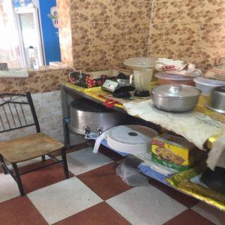 بلدية #بارق تغلق مطعم و مخبر و تصادر لحوم فاسدة و 30 لوح خشبي بربيعة