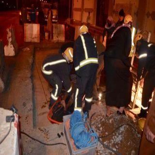 مدني #تبوك يُنقذ عاملين علقوا في خزان ارضي لأحد المباني السكنية بحي الشفاء