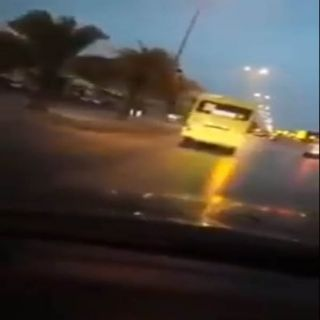 مرور الرياض  يقبض على قائد حافلة مدرسية متهور و #التعليم أبعدنا سائق