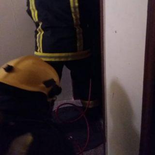مدني #المجاردة يُخمد حريق شقة سكنية بحي الفيصلية