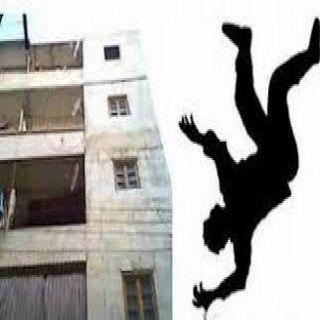نجاة شاب من موت مُحقق بعد سقوطه من الدور الـ3 في ُمحايل