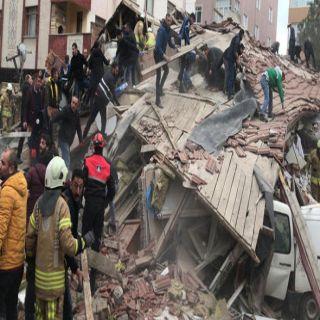 إنهيار بناية من 8 طوابق في إسطنبول وعدد غير معروف تحت الأنقاض