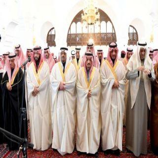 أمير منطقة الرياض يؤدي صلاة الميت على سعود الهلال